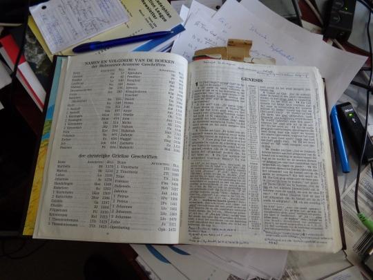 Nieuwe Wereldvertaling van de Heilige Schrift met studieverwijzingen 1984/1995 herziening en aantekeningen